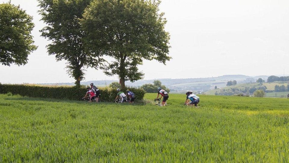In beeld: 15.000 fietsers genieten van Limburgs Mooiste | 1Limburg ...